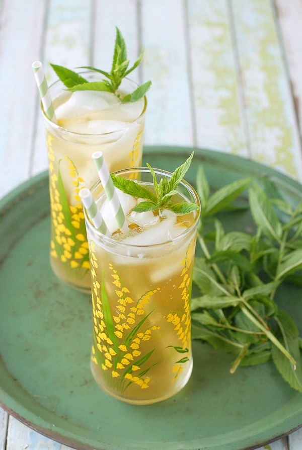 """<strong>Get the <a href=""""http://boulderlocavore.com/lemongrass-lavender-green-sun-tea/"""" target=""""_blank"""">Lemongrass-Lavender G"""