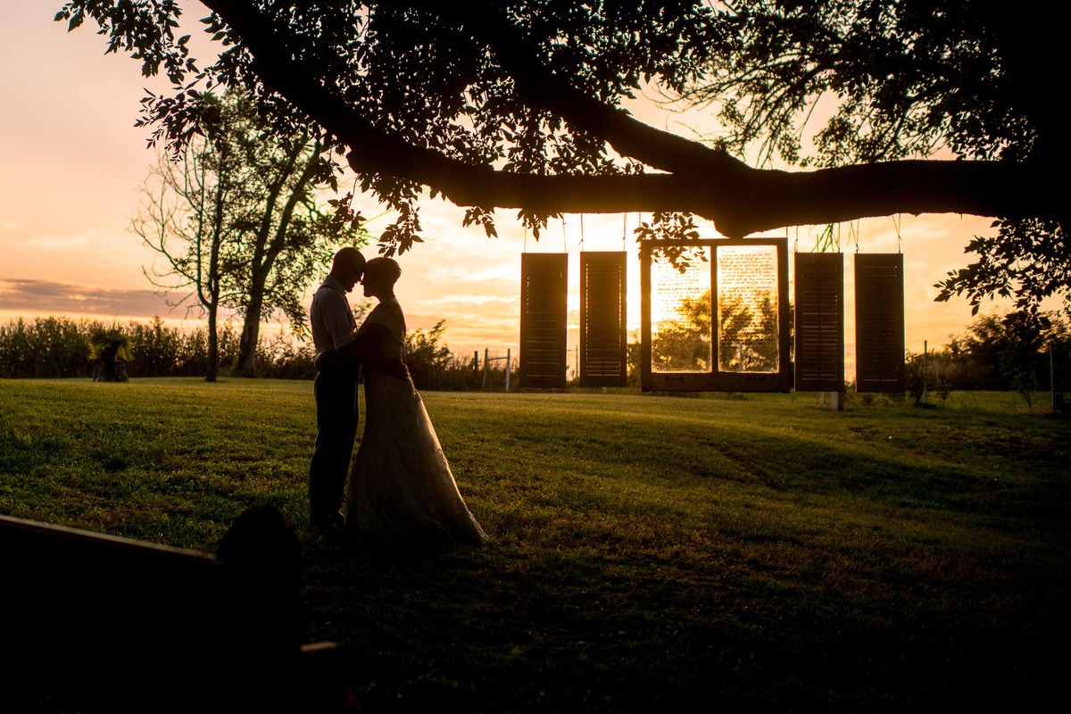 22 sunset wedding photos that prove mother nature is the best