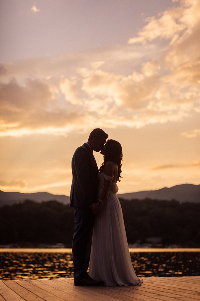 22 Sunset Wedding Photos That Prove Mother Nature Is The