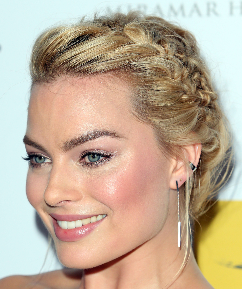 Margot Robbie Em You Can Seamlessly Blend Your French Braids Into A Beautiful Updo