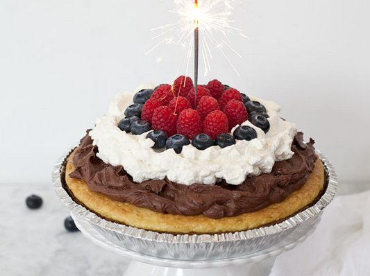 "<strong>Get the <a href=""http://www.foodiecrush.com/2012/06/yellow-cake-pie-with-chocolate-mousse/"" target=""_blank"">Yellow Ca"