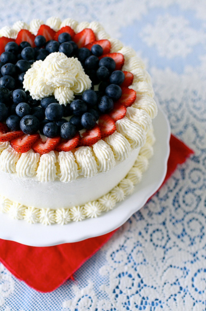 "<strong>Get the <a href=""http://www.annies-eats.com/2011/07/01/berry-vanilla-ice-cream-cake/"" target=""_blank"">Berry Vanilla I"