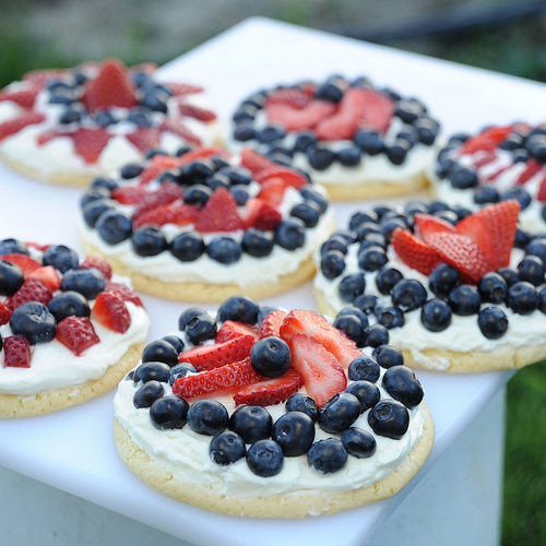 "<strong>Get the <a href=""http://www.apronstringsblog.com/red-white-and-blueberry-cookie-tarts-easy-dessert-fourth-of-july-fea"