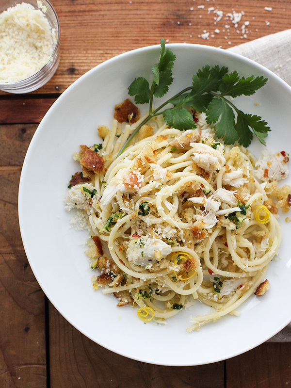 "<strong>Get the<a href=""http://www.foodiecrush.com/2014/03/crab-spaghetti/"" target=""_blank""> Crab Spaghetti with Lemon Gremol"