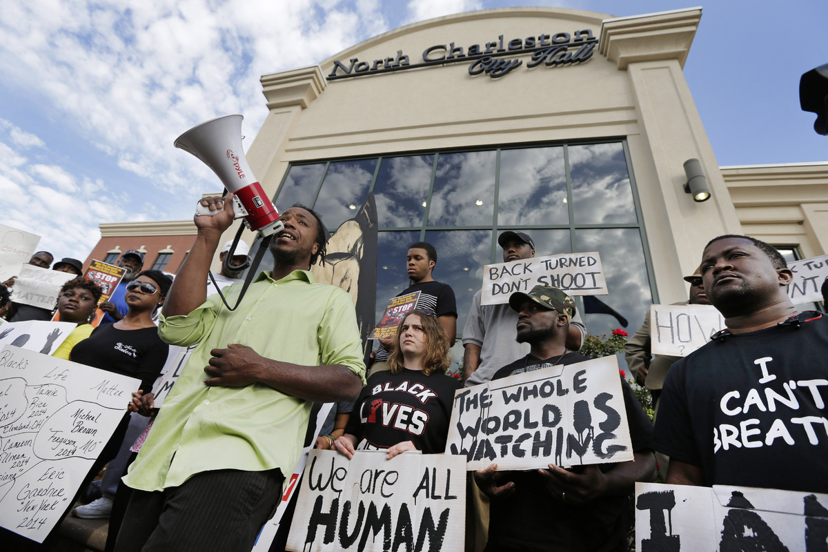 Muhiydin D'Baha leads a group protesting the shooting death of Walter Scott at city hall in North Charleston, S.C., Wednesday