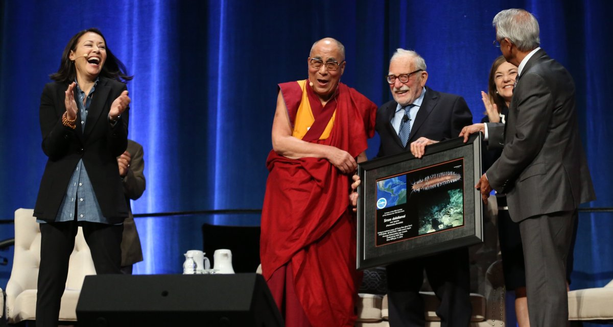 "<a href=""http://www-ramanathan.ucsd.edu/"" target=""_hplink"">Professor Veerabhadran Ramanathan</a> presented His Holiness with"