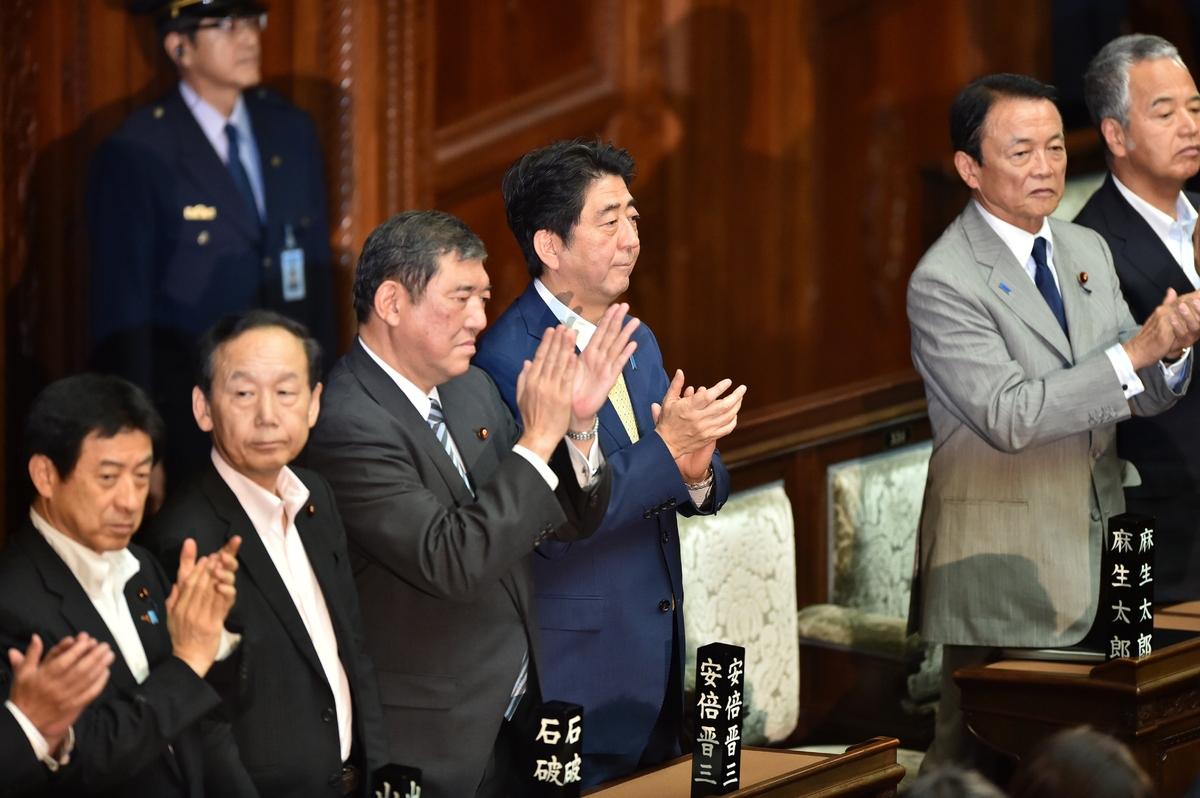 安保法案、衆院本会議で可決 NHK...