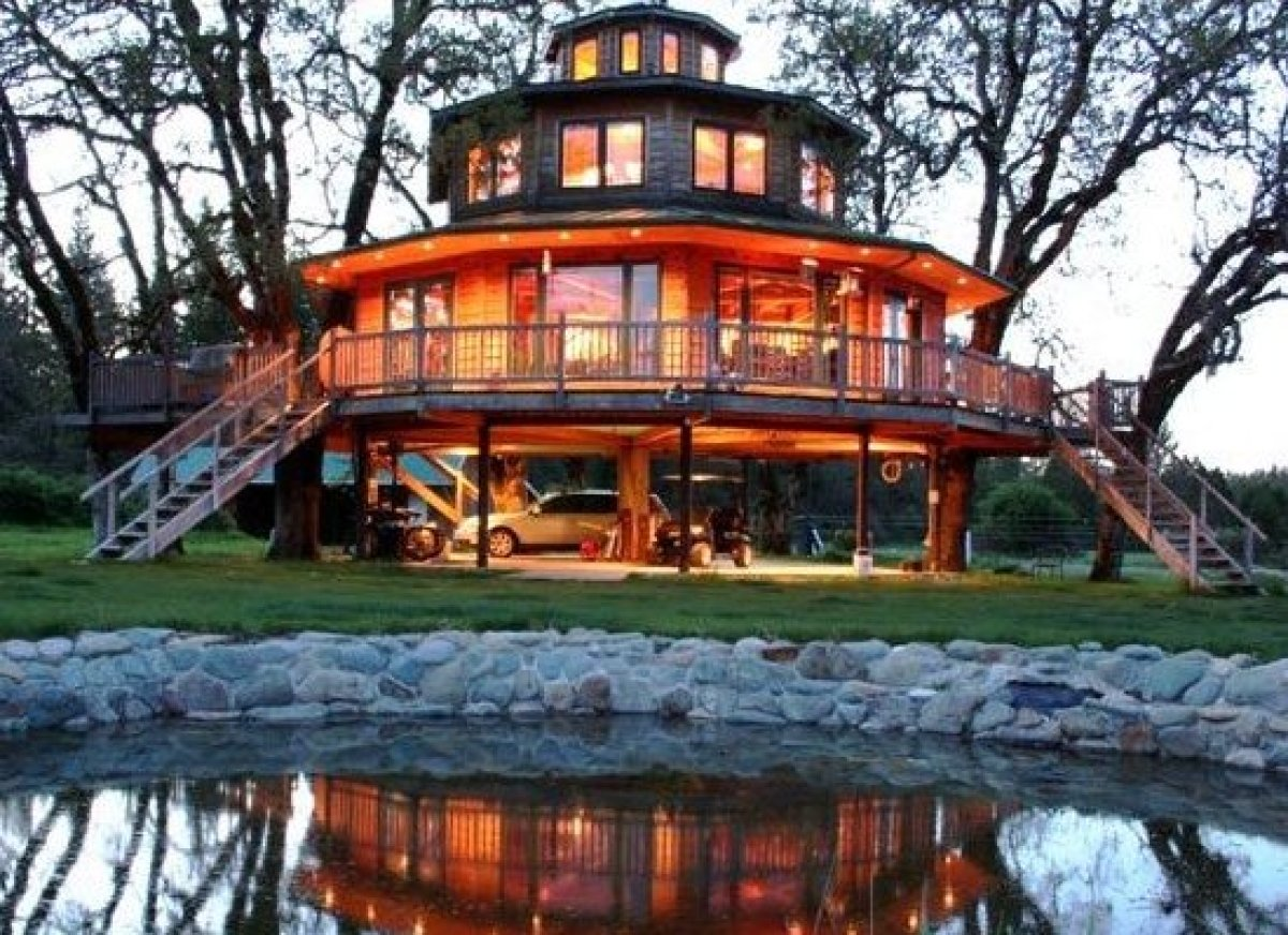 Canopied Bed 10 Incredible Tree House Hotels In The U S Huffpost