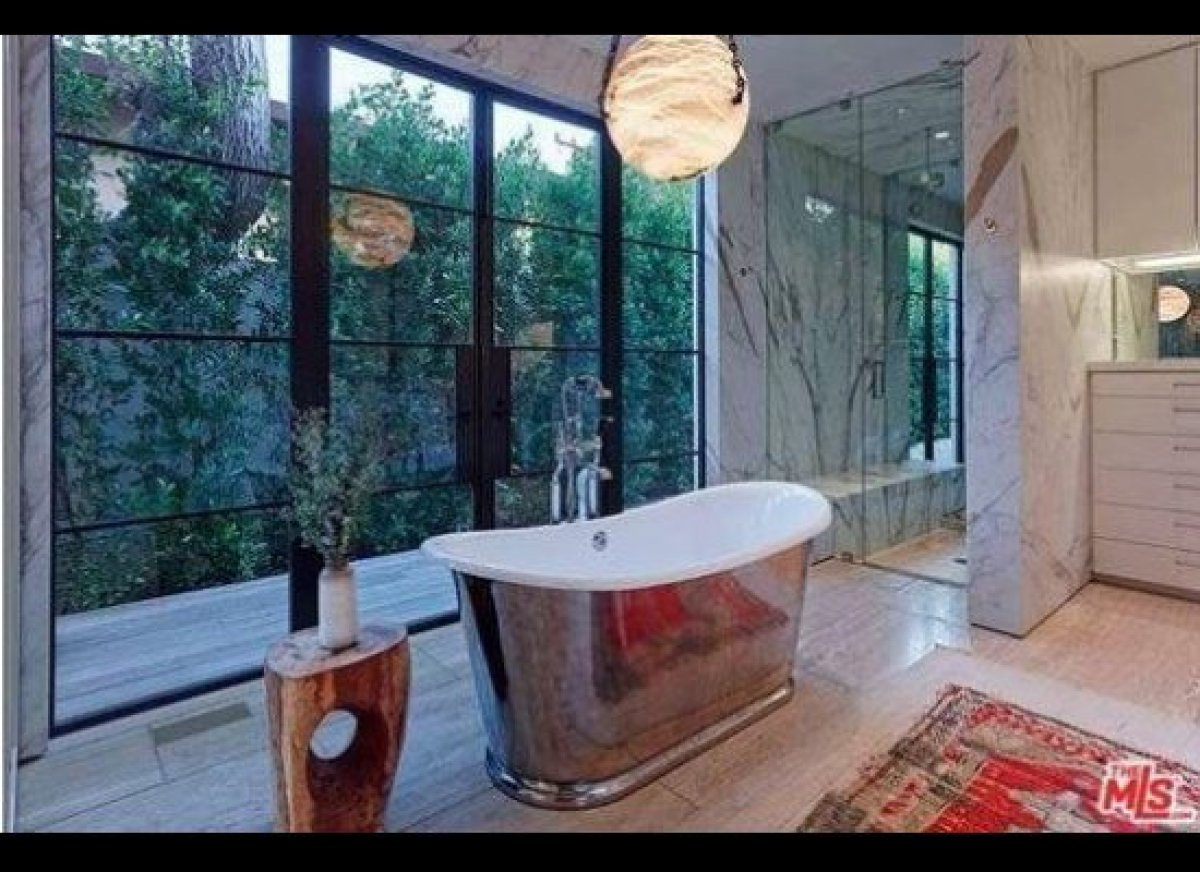 These 17 Celebrity Bathrooms Are Insane | HuffPost