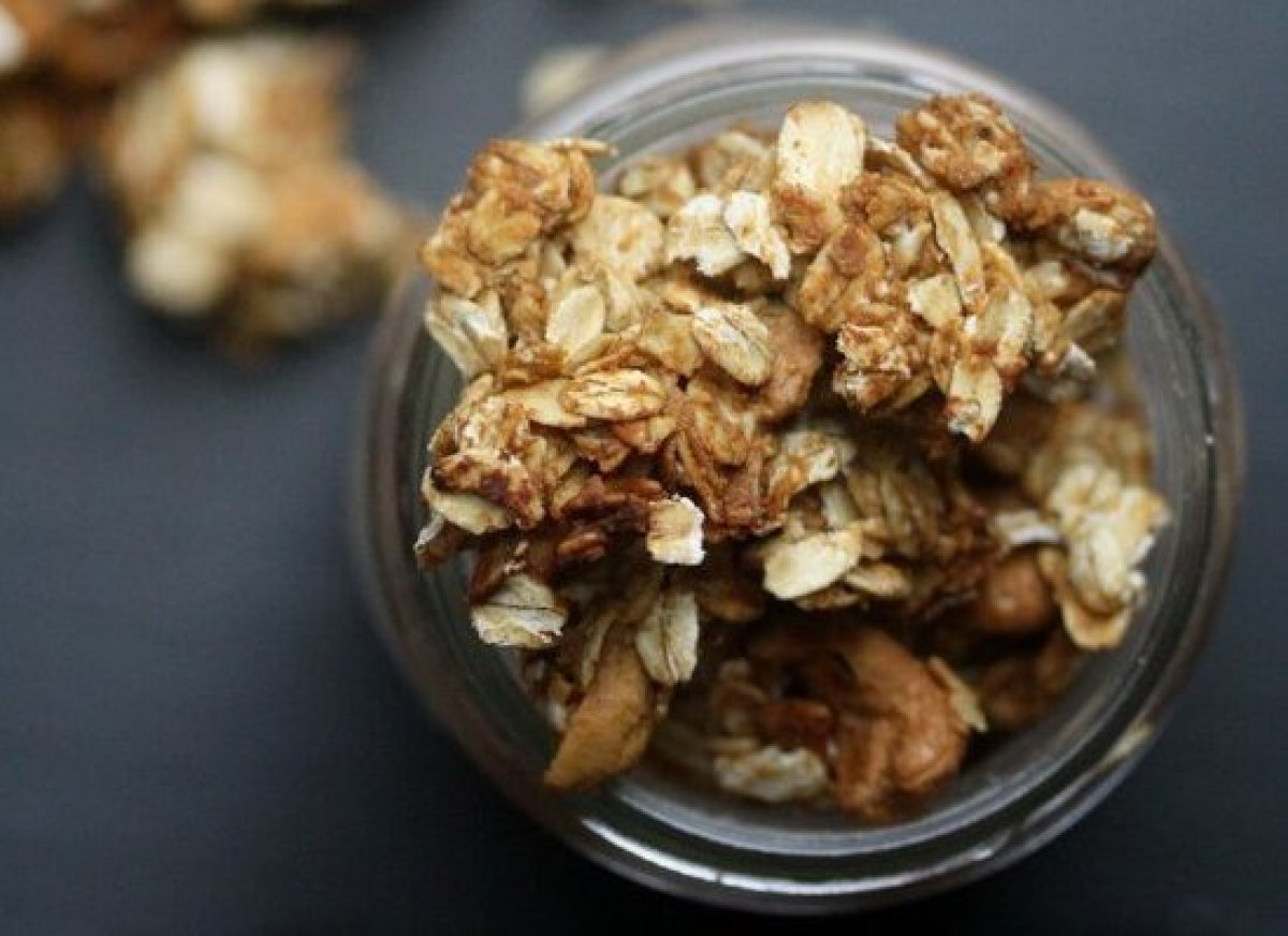 Don't fall asleep on your first day of school - power up with this healthy, sweet, and satisfying Cashew Crunch Granola for b