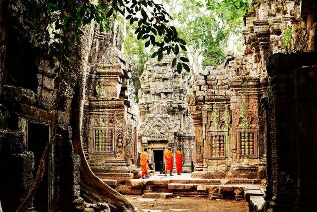 Siendo el templo más grande del mundo para el dios hindú Vishnu, este magnífico monumento de Angkor Wat es la joya de la coro