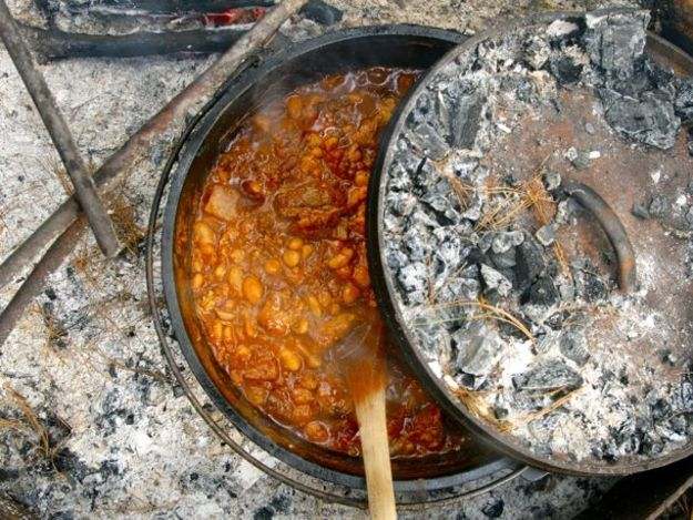 "<a href=""http://www.seriouseats.com/recipes/2011/06/campfire-chili-in-a-dutch-oven-recipe.html"" target=""_blank"">Get the recip"