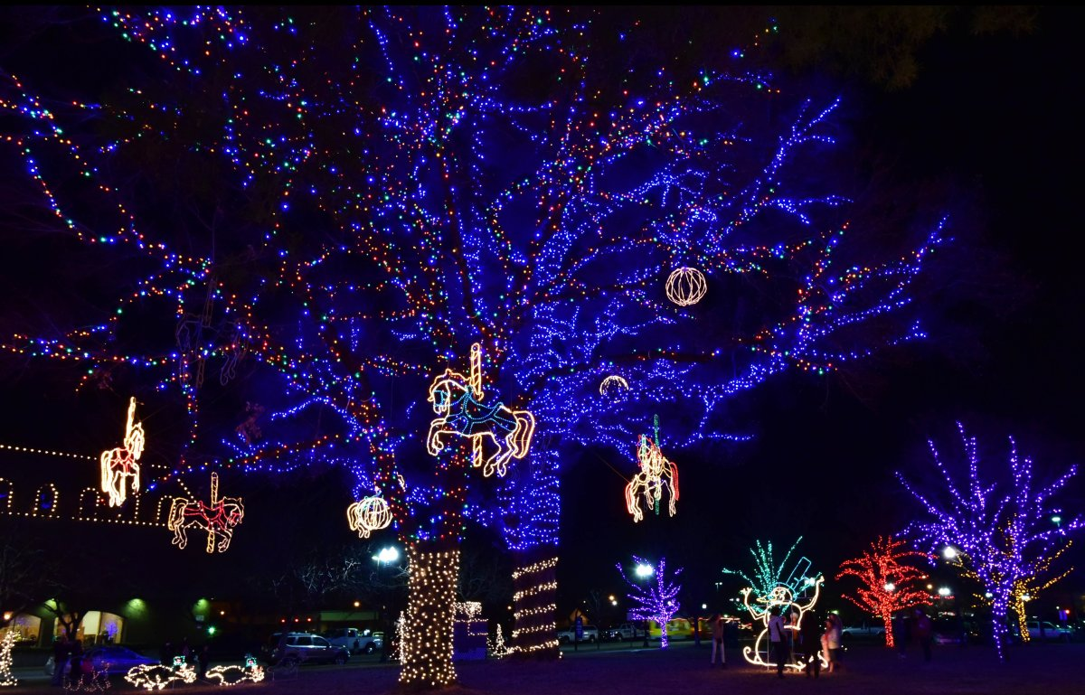 10 us towns with incredible christmas celebrations - Lights For Christmas Village