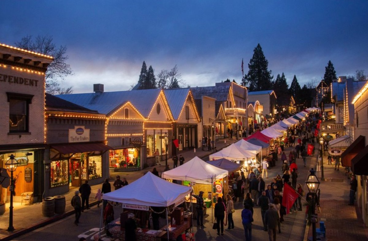 10 U S Towns With Incredible Christmas Celebrations