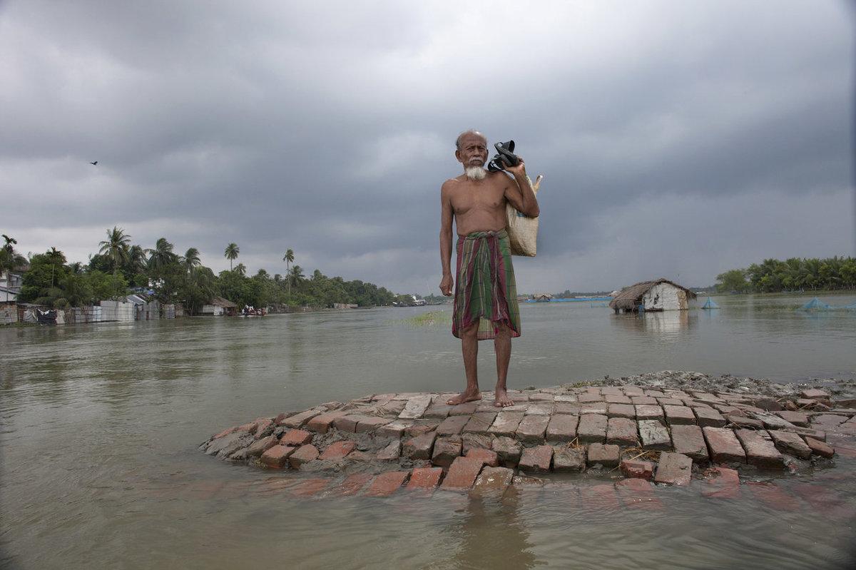 """バングラデシュは世界で最も人口<a href=""""http://www.huffingtonpost.com/bangladesh-prime-minister-sheikh-hasina/bangladesh-not-waiting-for-the-"""