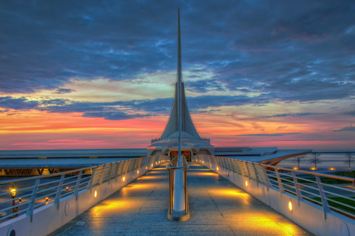 Exterior of the Milwaukee Art Museum which houses over 30,000 works of art. Image by Abhishek Chandra / 500px  Chicago may