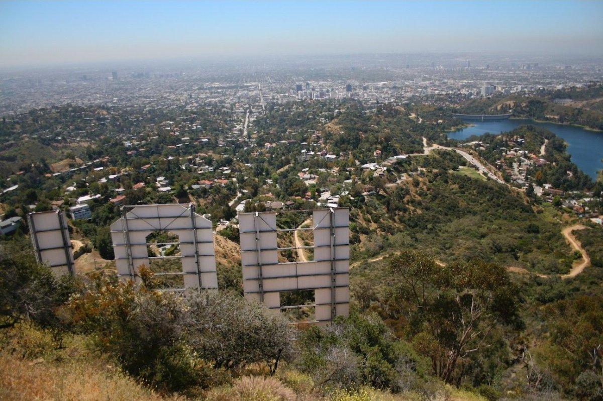 "This <a href=""http://www.hikespeak.com/california/la/griffith-park-hollywood-sign-hikes/"" target=""_hplink"">hike to the Hollyw"