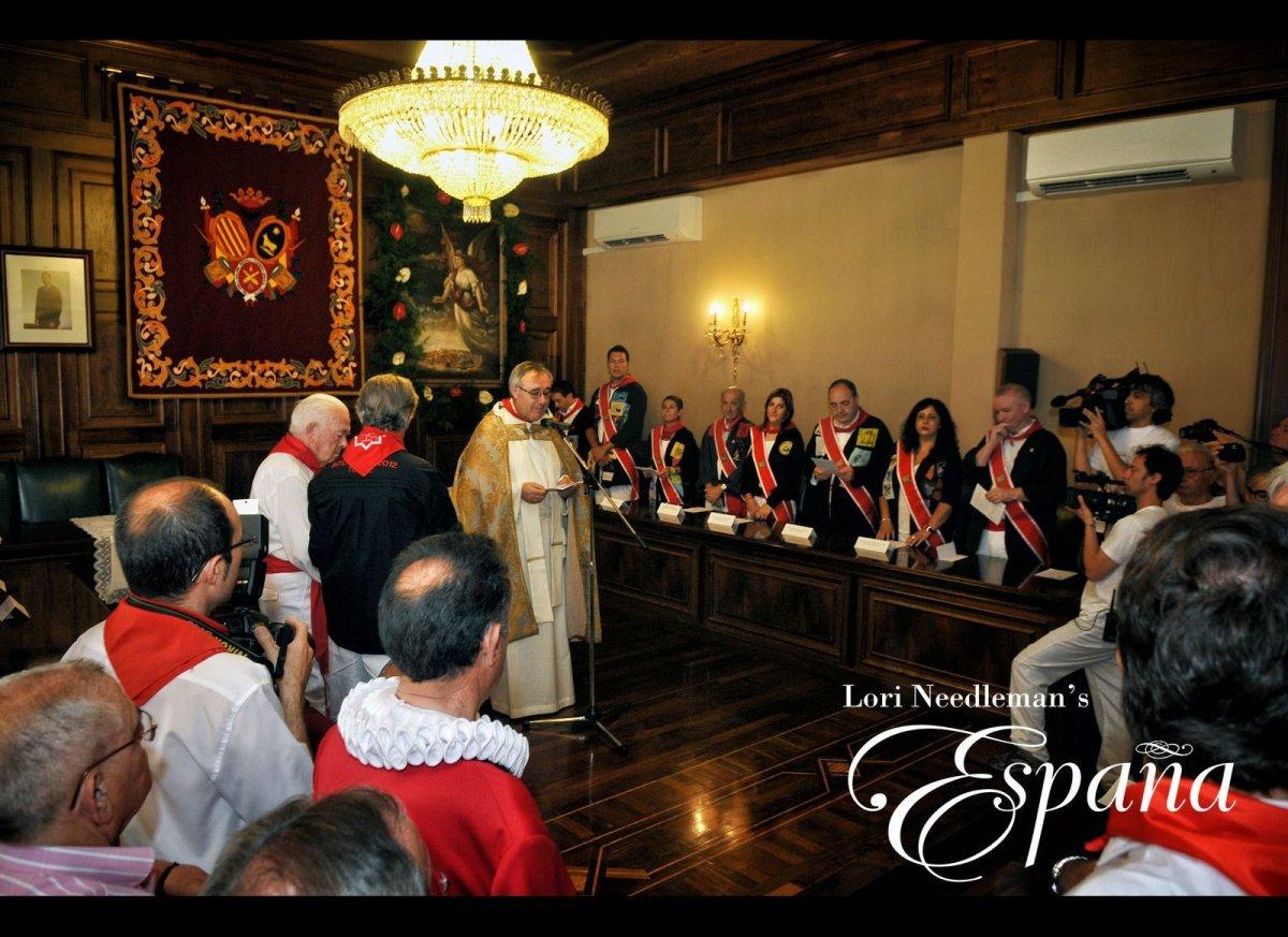 On Saturday morning, people gather at the <em>Ayuntamiento</em> (City Hall) to sing <em>Salve Regina</em> (Hail Holy Queen) h