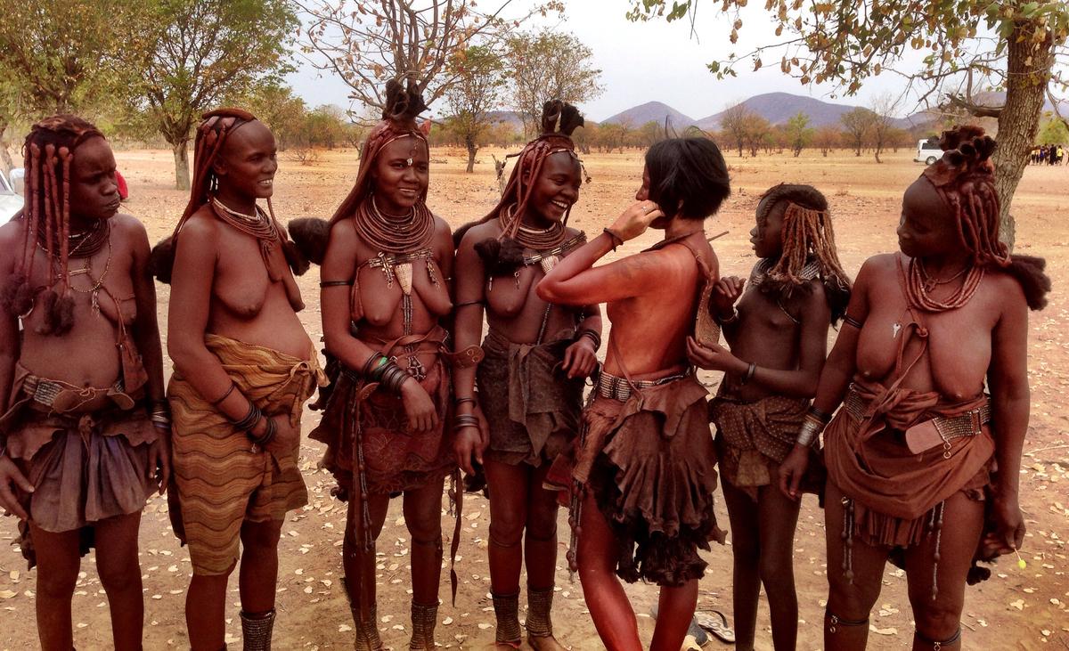 写真 裸族 民族 少女