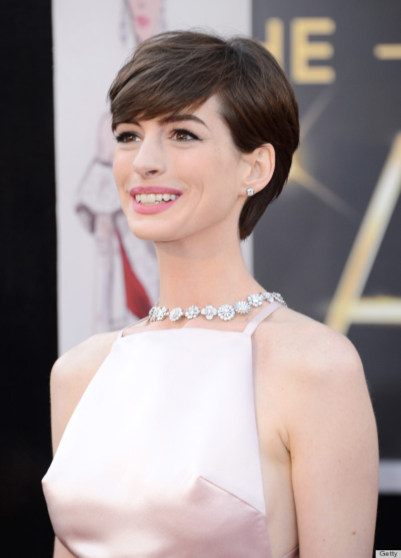 Anne hathaway shows off her boobs