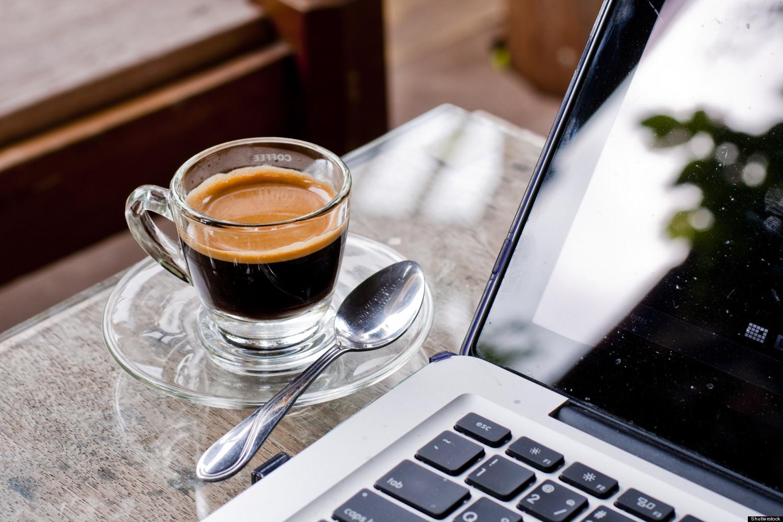 Ibu Rumah Tangga Merangkap Blogger dan Content Writer, Apa Suka-Dukanya?