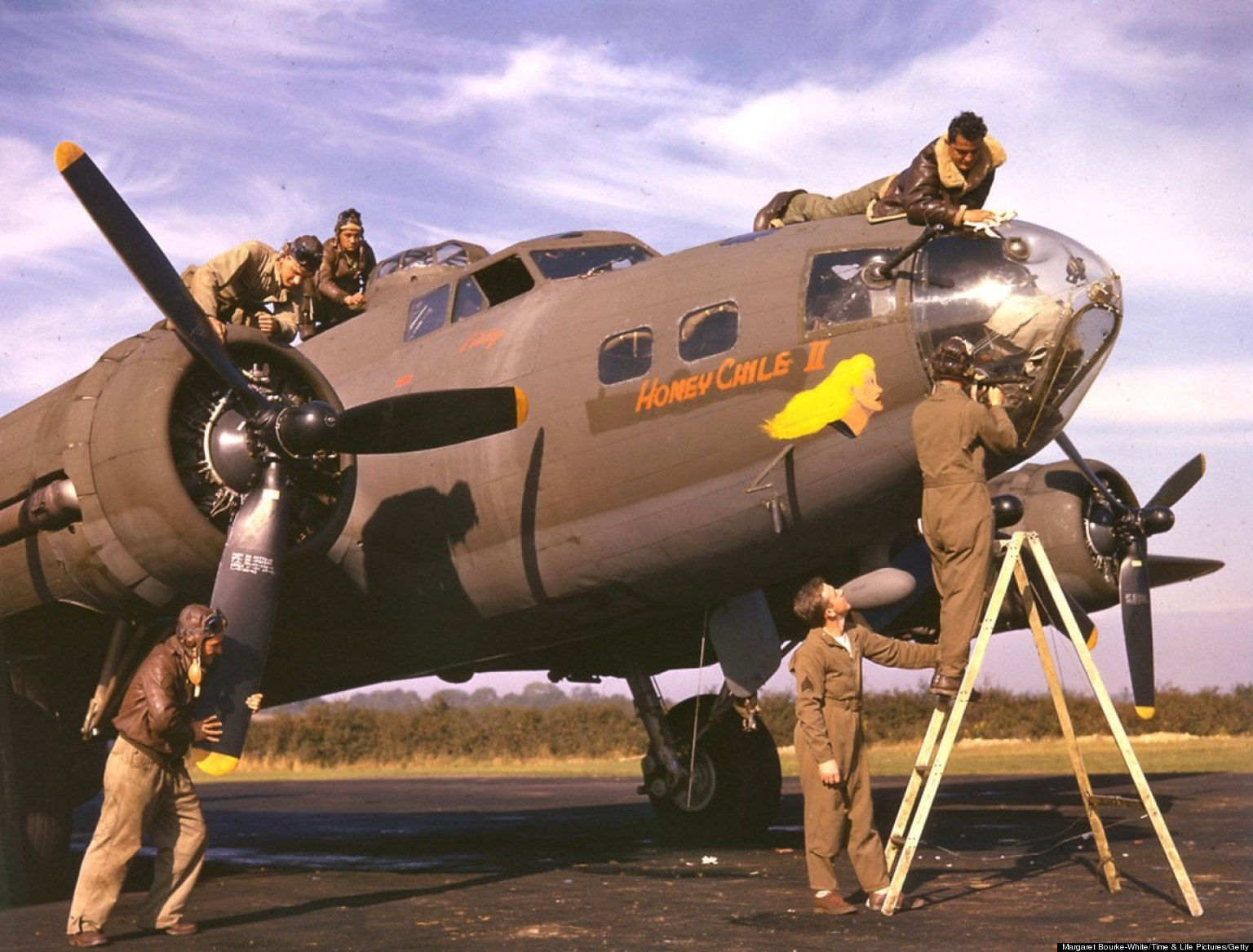 WWII In Color: Rare Photos Show American VIII Bomber ...