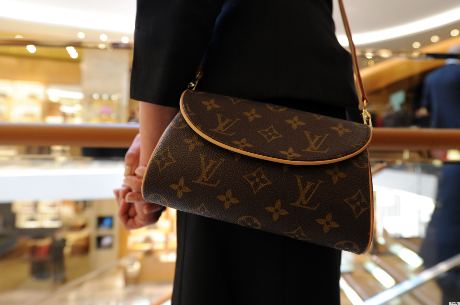 bargainning power of suppliers for louis vuitton in japan Vuitton is a brand that was established at the year of 1854 when france by louis vuitton malware lake fortier present bags brand louis vuitton is a brand that can be considered a giant  most people around the world know.