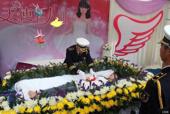 cen_funeral_01