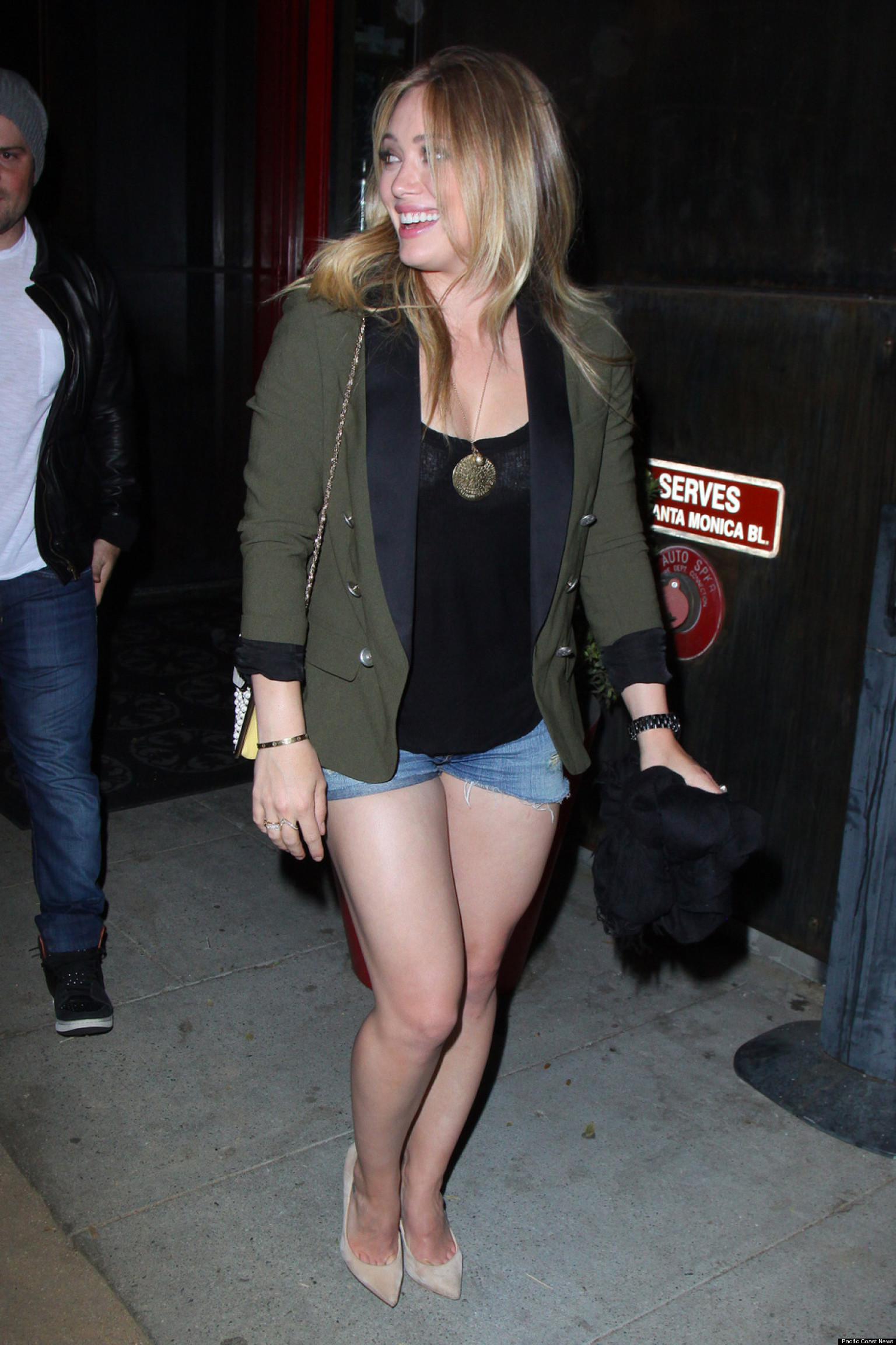 hilary duffs legs on full display in shorts shorts