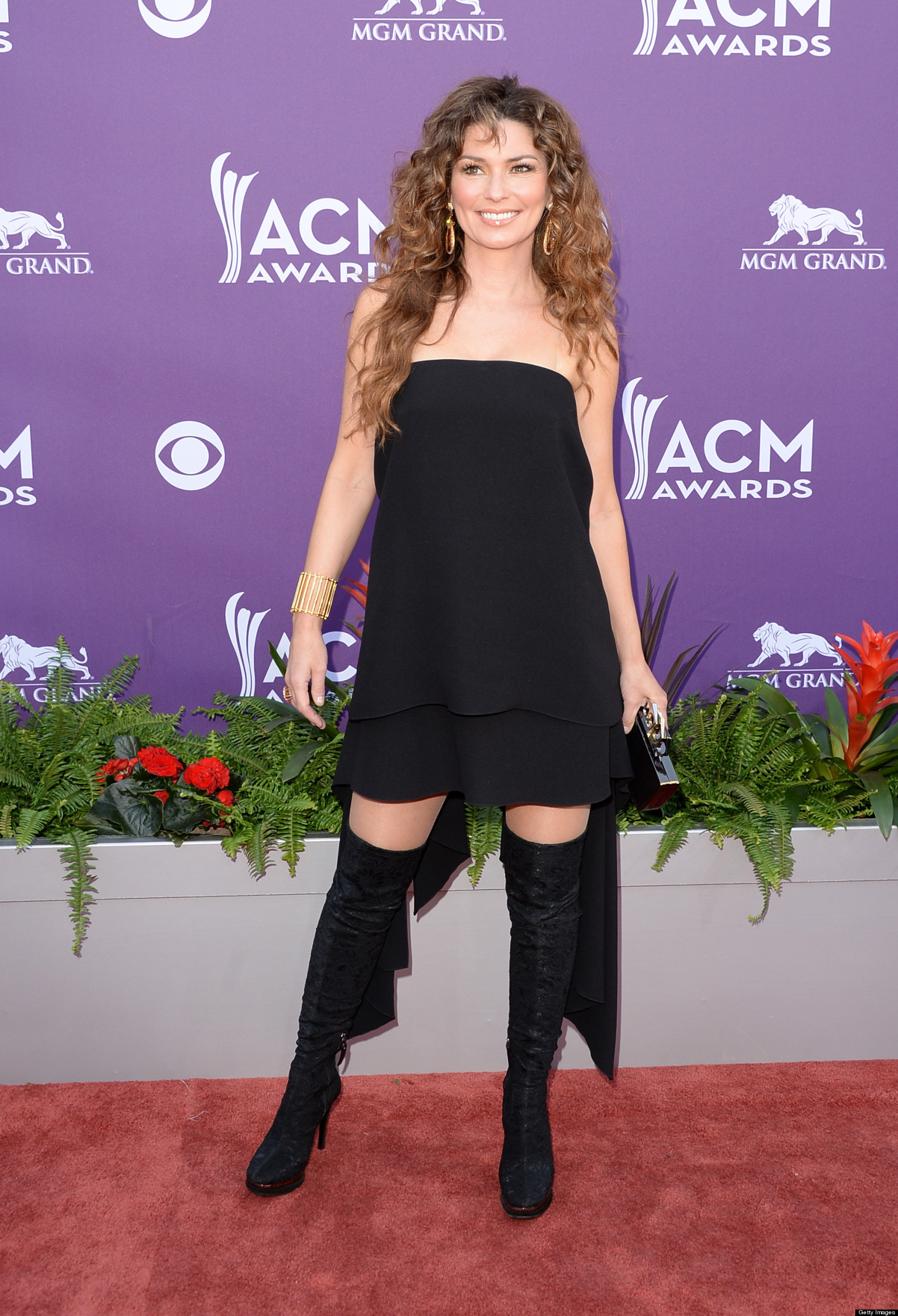shania twain short skirt
