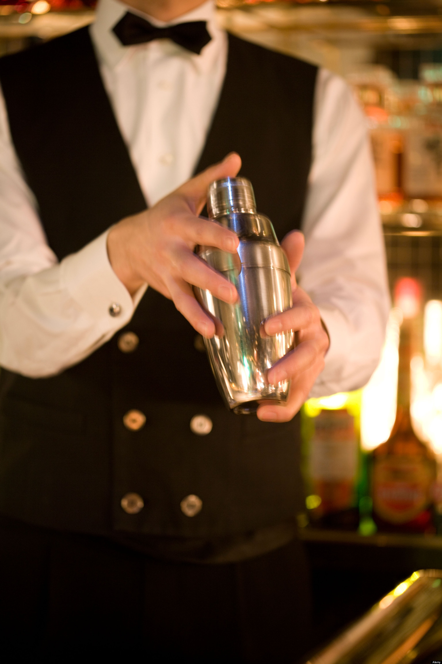 15 Reasons NOT to Date a Bartender | HuffPost