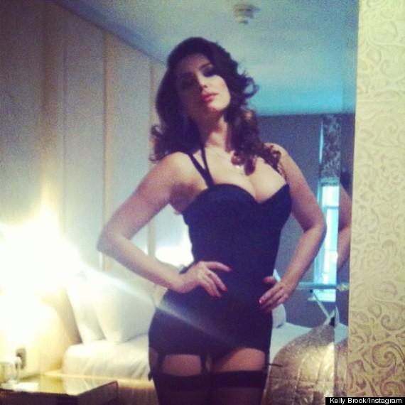 Kelly Brook Channels Sophia Loren In Sexy Instagram Picture ... d22bae905