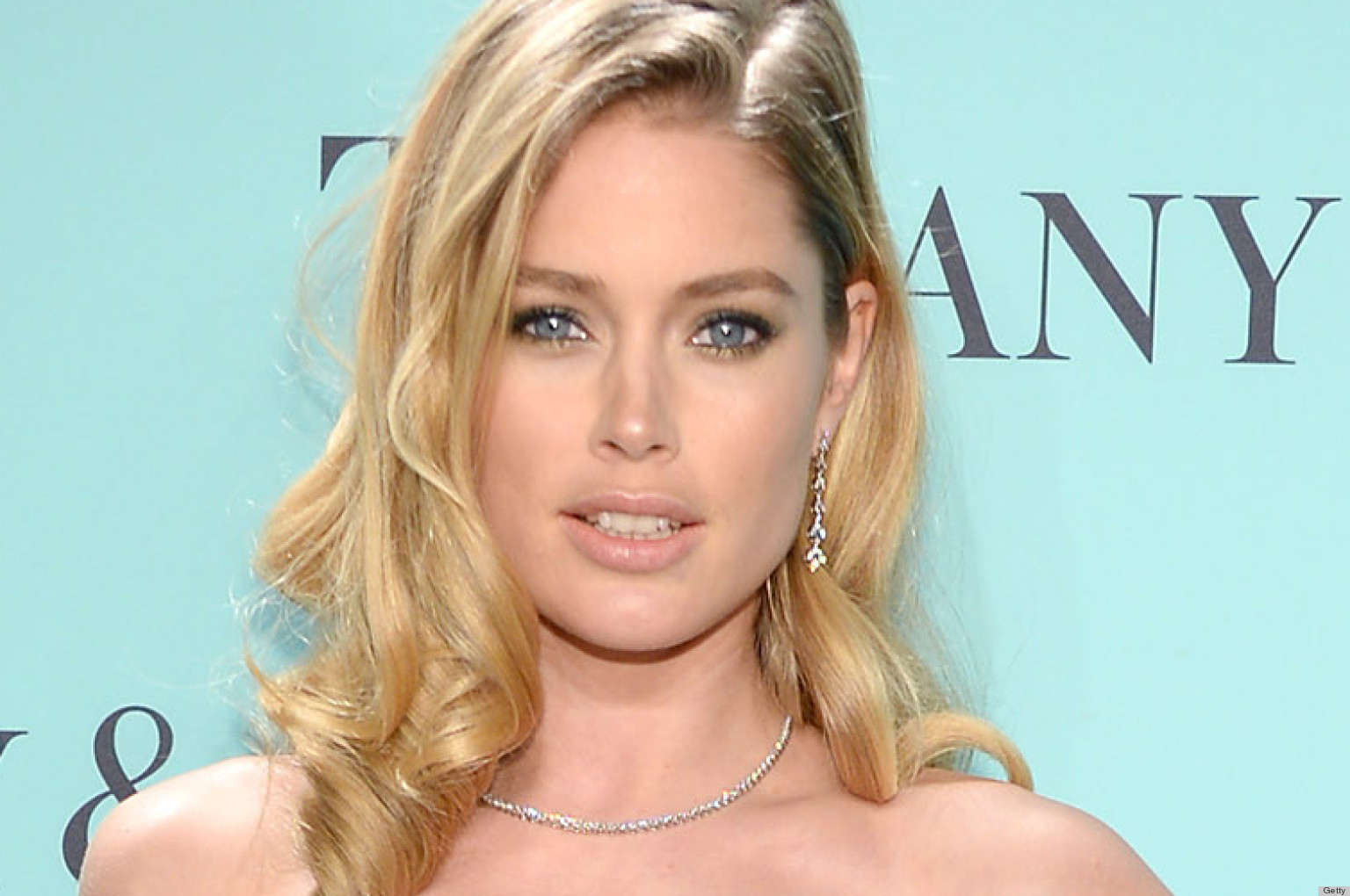 Doutzen Kroes Dress Was Worn By Natalie Portman At The Golden Globes First Photos Huffpost