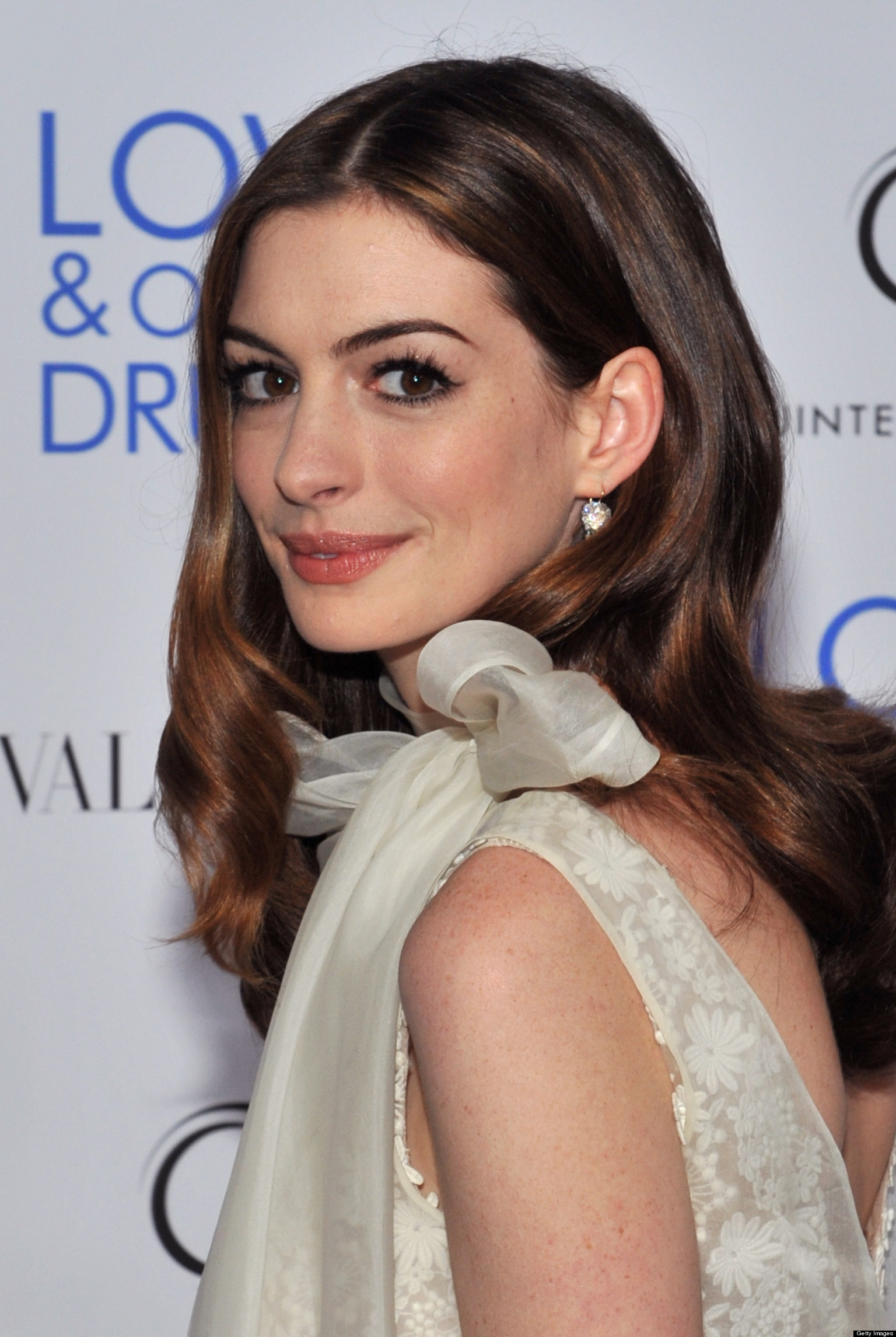 Anne Hathaway S Hair Is Growing Out And We Re Really