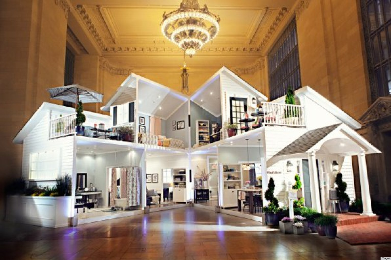 Target Dollhouse In Grand Central Is Probably Bigger Than Your Apartment  (PHOTOS, VIDEO) | HuffPost