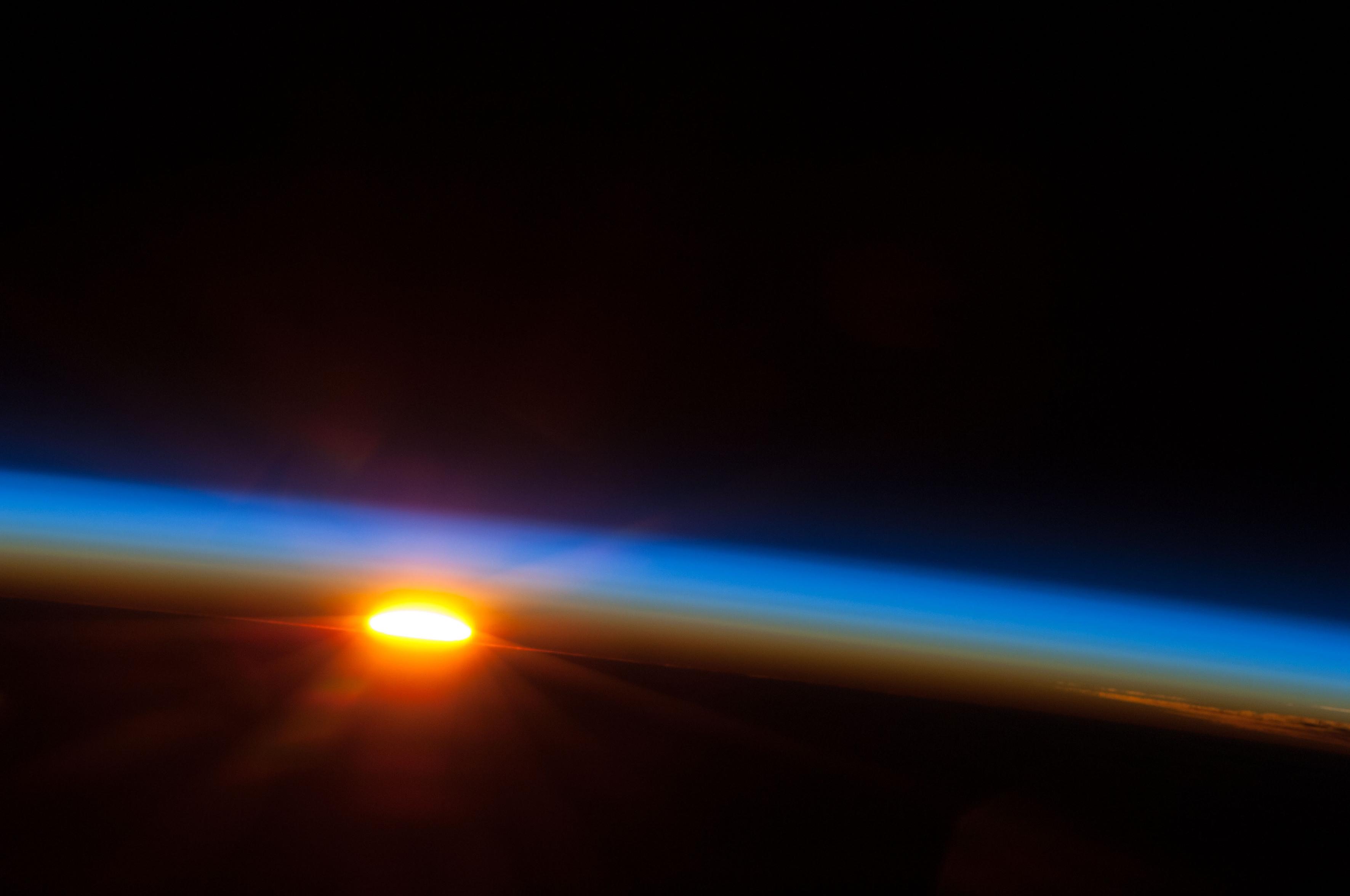 sole nello spazio