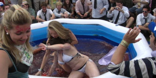 A petition to reinstate bikini jelly wrestling at Cambridge has reached more than 1,000 signatures