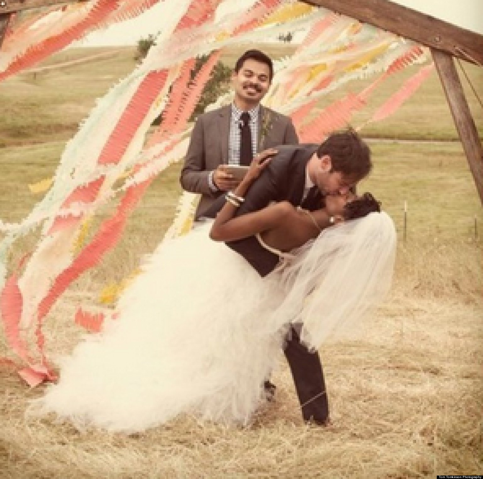 20 Insanely Cute Wedding Photos To Cheer You Up
