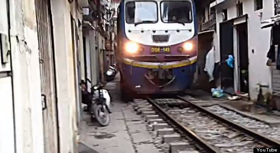 train in vietnam hanoi neighbourhood