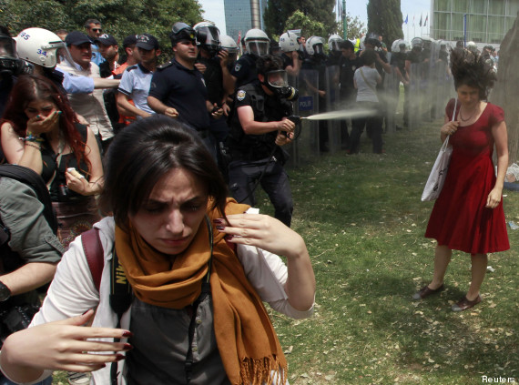 femme rouge turquie