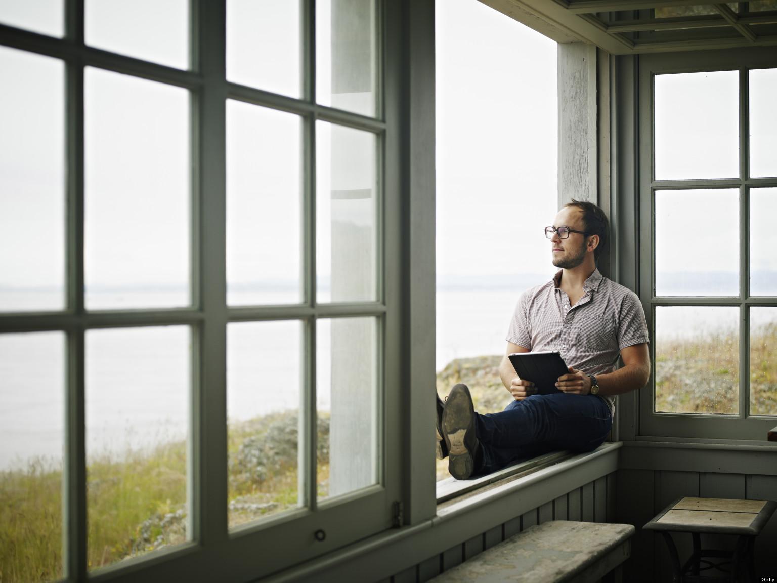 картинка сидящий мужчина у окна работать себя, тогда