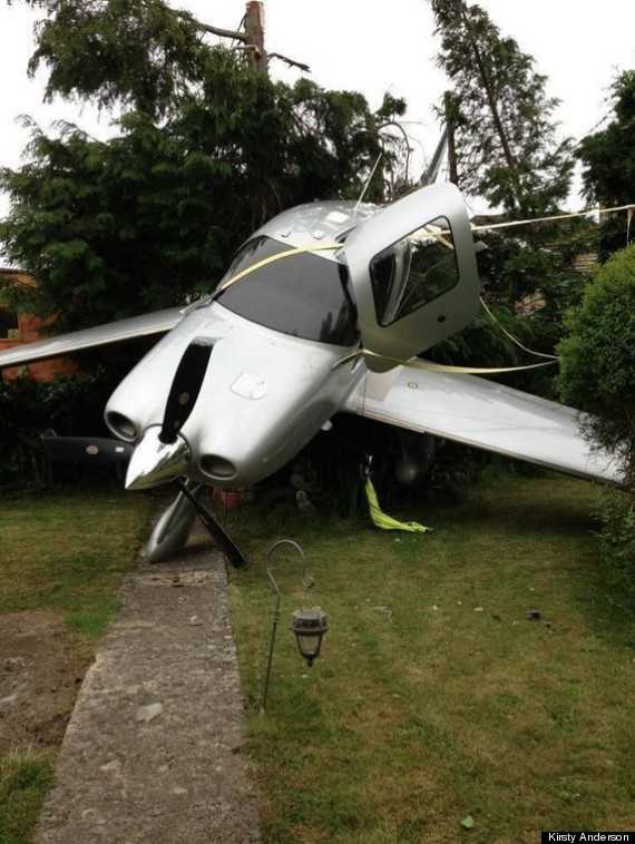 planes crashes into garden