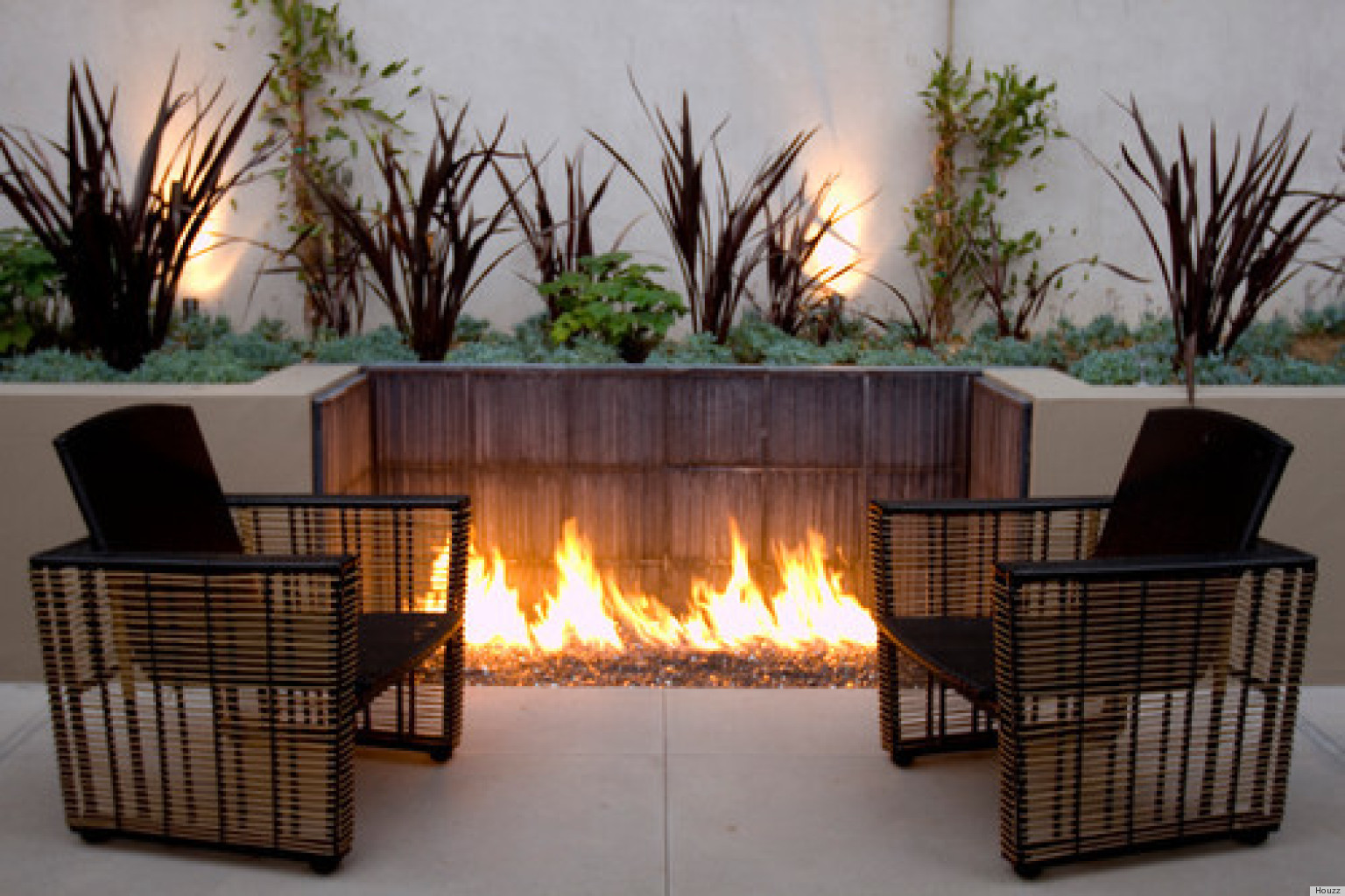 10 Outdoor Fire Pits That Will Take A Backyard From