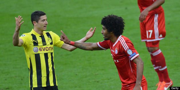 Lewandowski exchanges views with Dante at Wembley