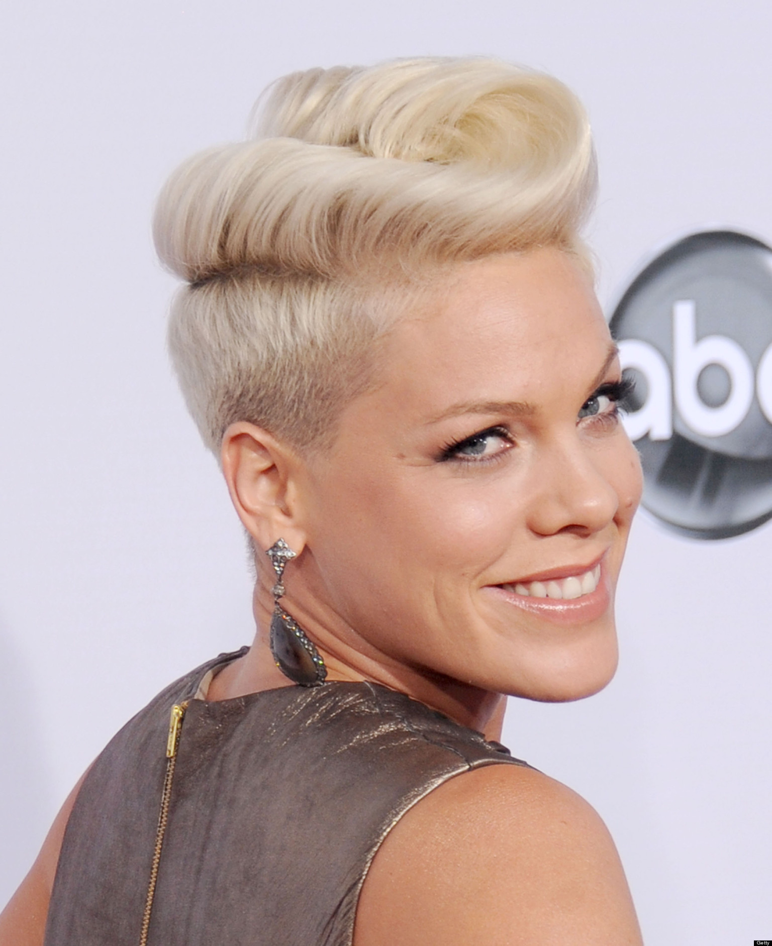 Pink\'s Long Hair Is Kind Of Freaking Us Out (PHOTOS) | HuffPost