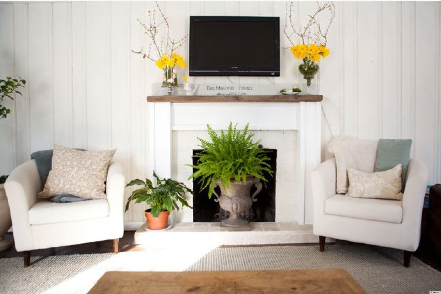 10 ways to decorate your fireplace in the summer since you wont need it anyway photos huffpost - Decorating Ideas For Living Rooms With Fireplaces