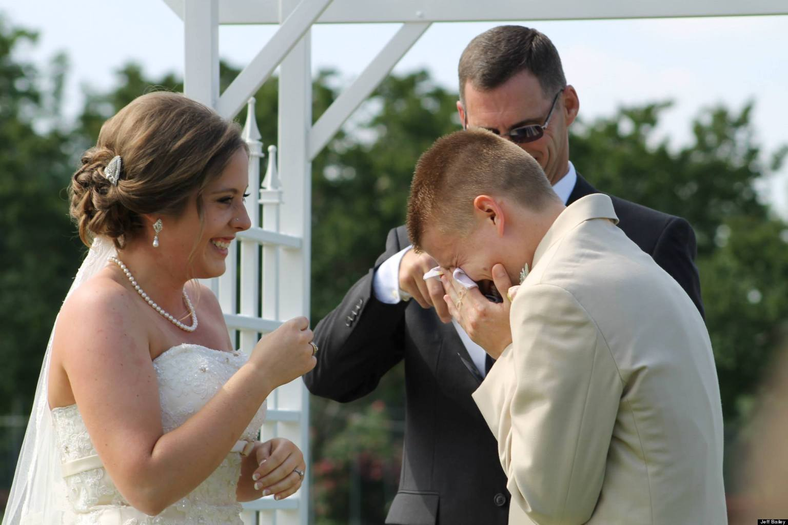 Cute wedding photo of crying groom will make your day huffpost junglespirit Choice Image