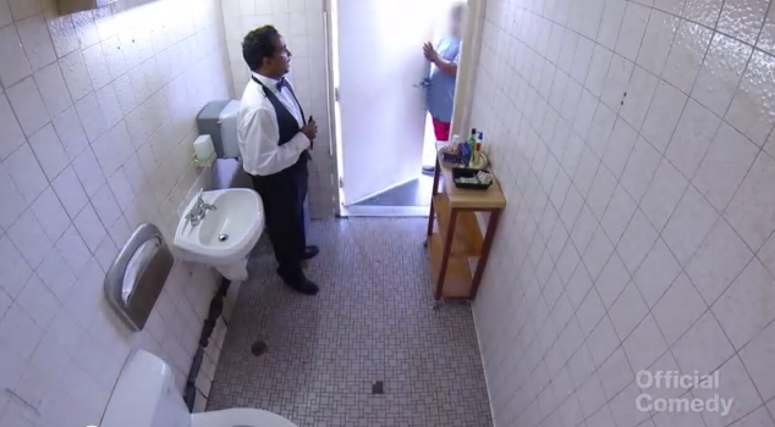 Restroom Attendant Prank Makes Gas Station Bathroom Fancy ...