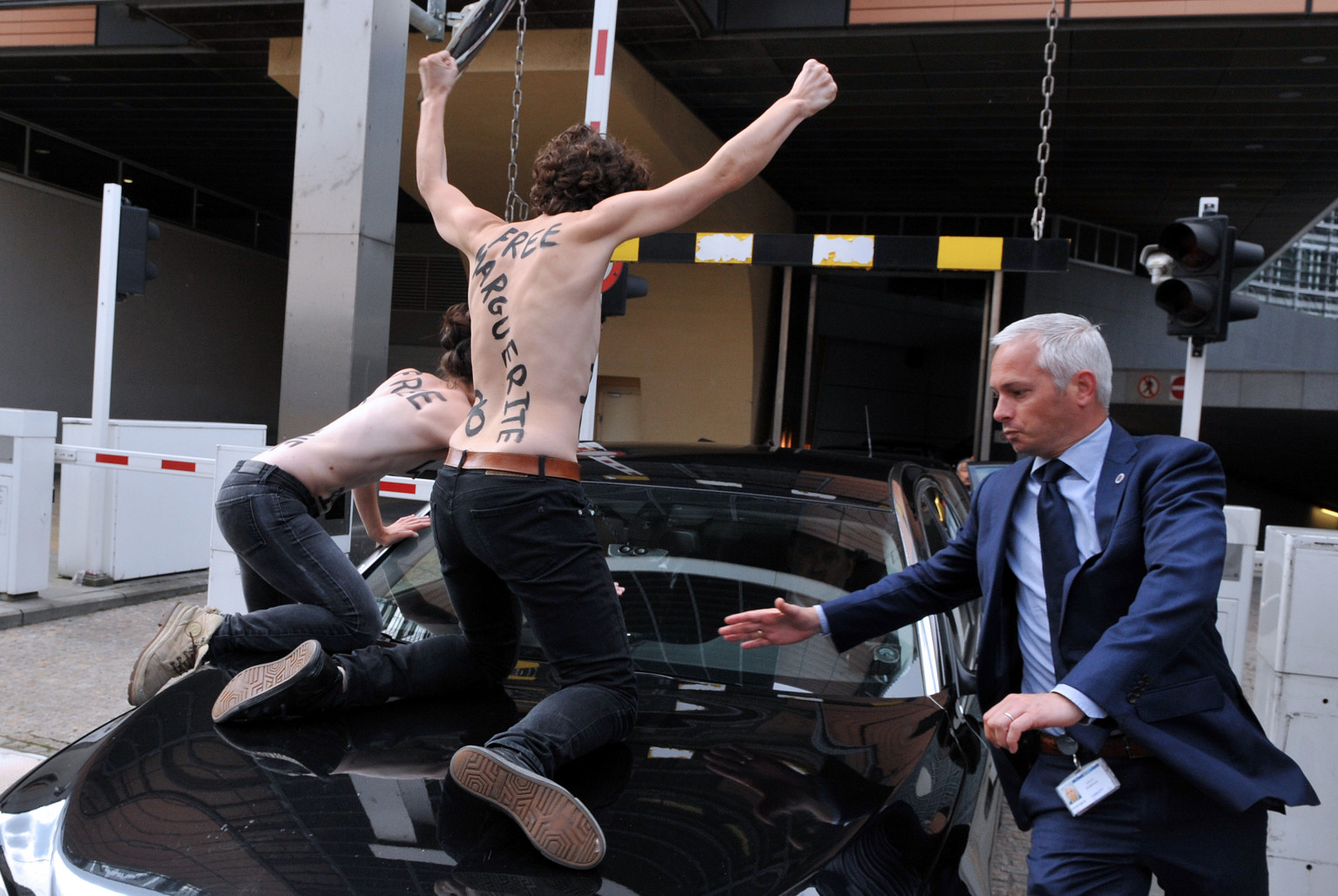 femen topless protesters jump on tunisian pm ali larayedh 39 s car in brussels huffpost. Black Bedroom Furniture Sets. Home Design Ideas