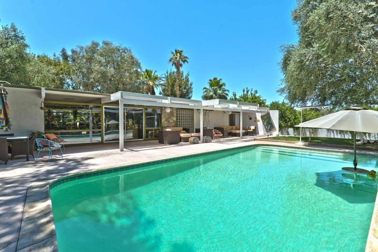 Rock hudson 39 s california house still has some of its for Hudson house
